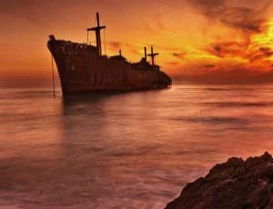 کشتی-یونانی-جزیره-کیش